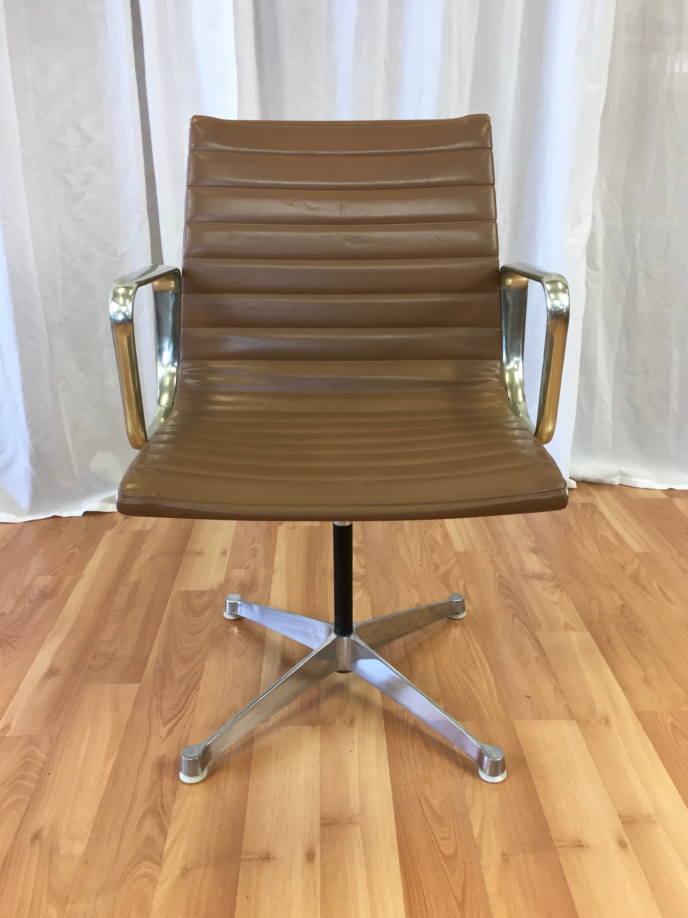 Early Eames Aluminium Group Management Chair By Herman